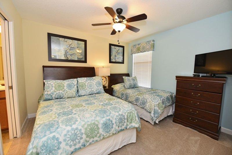 Bedroom,Indoors,Room,Light Fixture,Art