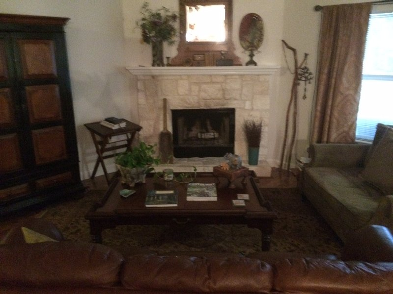 Roomy, Eclectic Limestone near ACL fest, holiday rental in Manchaca
