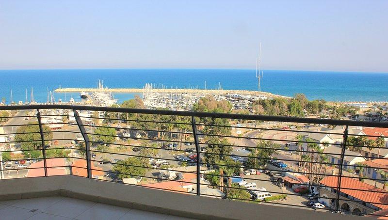 Incroyable plage Finikoudes et vue sur la mer de grande surface du balcon!