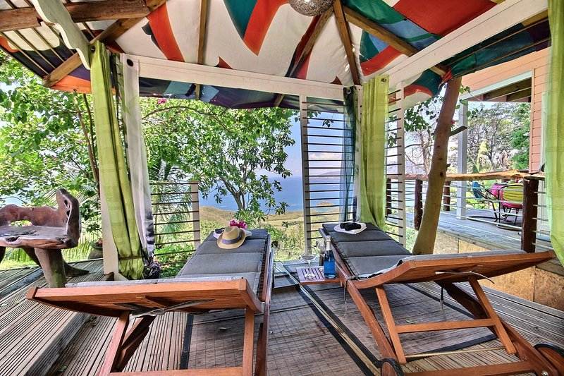 A hut with sea views allows you to relax in the shade