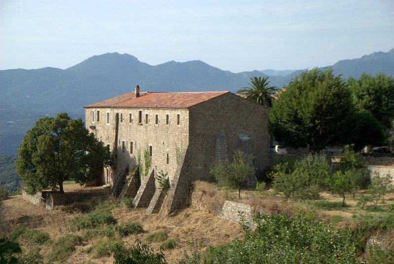 A casa do antigo Convento de São Francisco de Istria