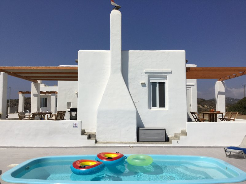 Sea Breeze Traditional Villa: Great Beach! Great View! Two Private Pools!, casa vacanza a Lachania