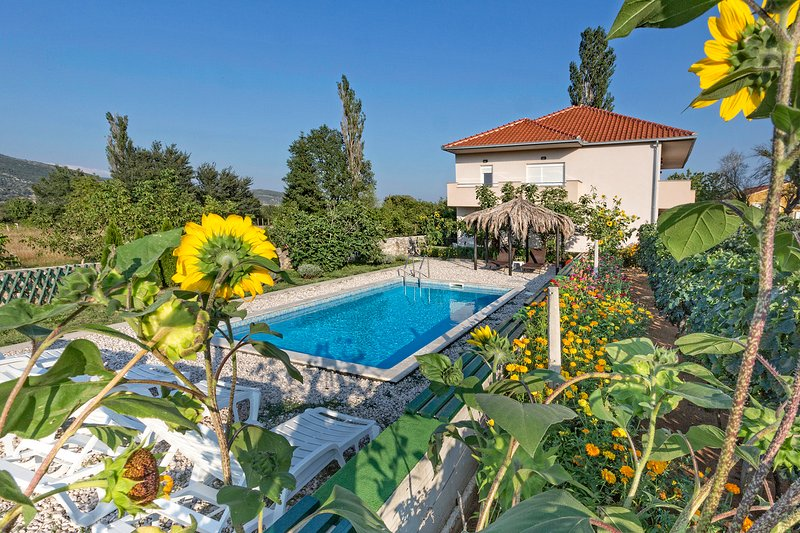 Holiday house SUN&FUN, holiday rental in Vedrine