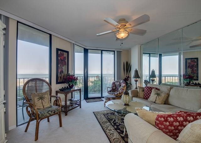 Beautifully Decorated and Well Kept oceanfront condo + FREE DAILY ACTIVITIES!, vacation rental in North Myrtle Beach