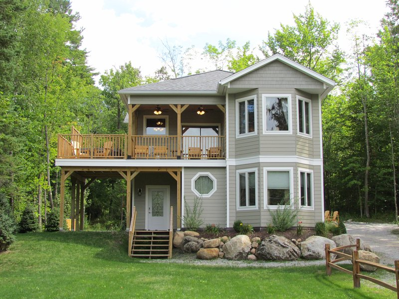 Adirondacks/Whiteface Vacation Rental ~ Mountain Views, Hot Tub, Gas Fireplace!, location de vacances à Keene