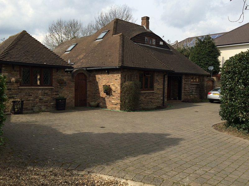 alnwick lodge rm 2 - Double bedroom, holiday rental in Ickenham