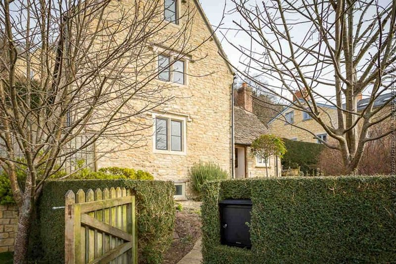 Welcome to Pie Cottage, quietly located on the edge of Nailsworth