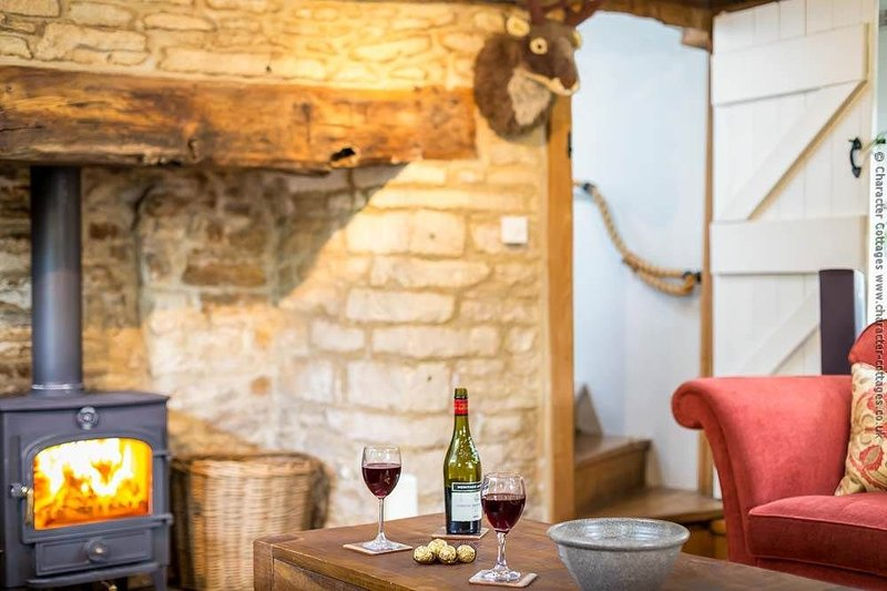 Pie Cottage is a beautiful, Grade II listed detached Cotswold stone cottage, vacation rental in Nailsworth