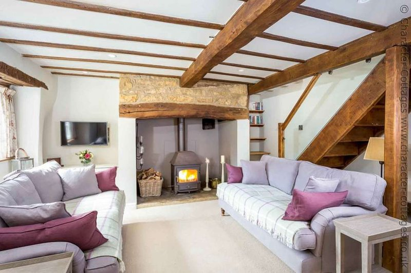 Spring Cottage is a beautiful Cotswold stone property, located on a quiet lane, holiday rental in Paxford