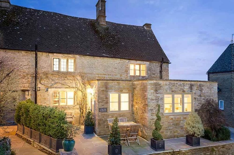 The Old Farmhouse, a luxurious cottage in Little Rissington