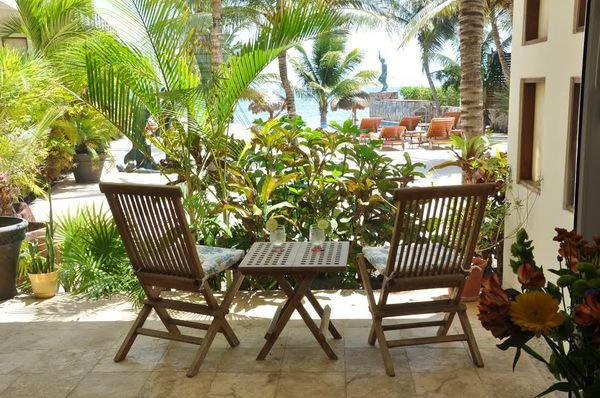 Terrace, pool, Caribbean...need I say more? Direct access right from this recently updated condo.