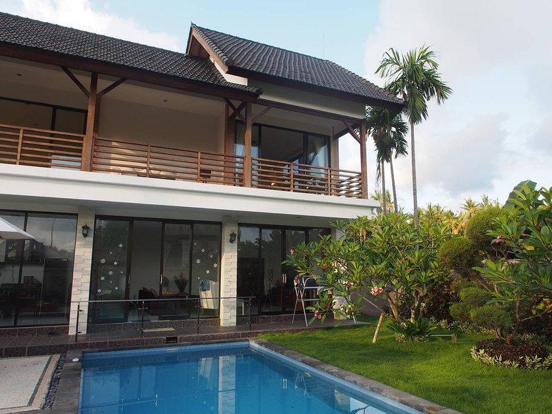 Oceanside villa near Candidasa village, vakantiewoning in Manggis