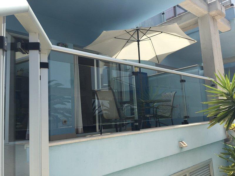 Alta terrazza dove si può mangiare, fare colazione o cenare