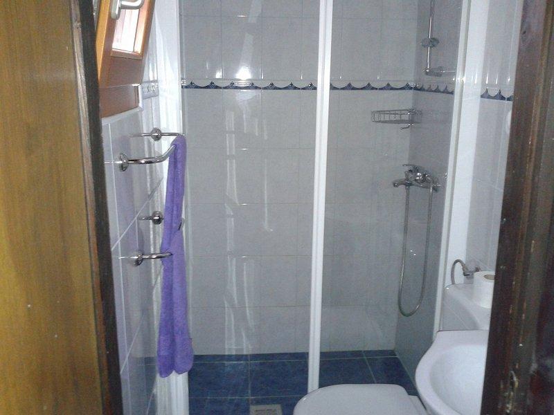 H (7 + 3): badrum med toalett