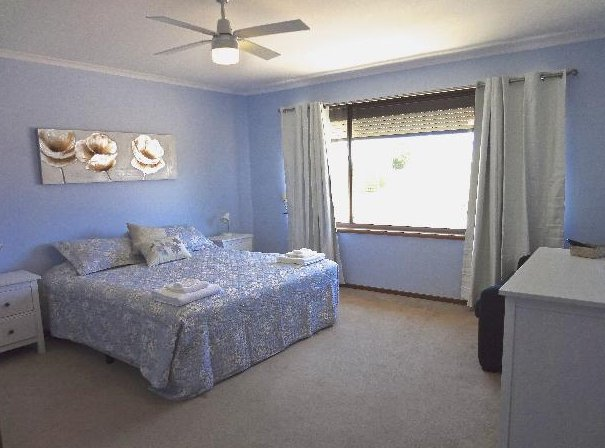 Salty Air Apartment 1, holiday rental in Kingscote