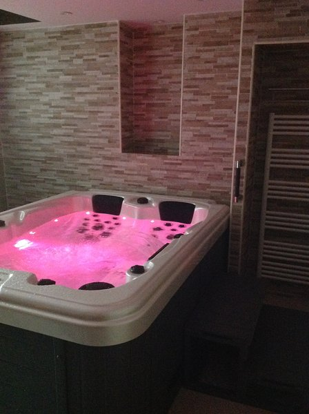 3 seater Jacuzzi and 3 different massages