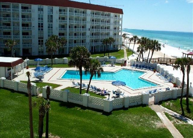A Vacation Favorite, Two Bedroom Corner Unit, in a Beach Front Building, alquiler vacacional en Fort Walton Beach