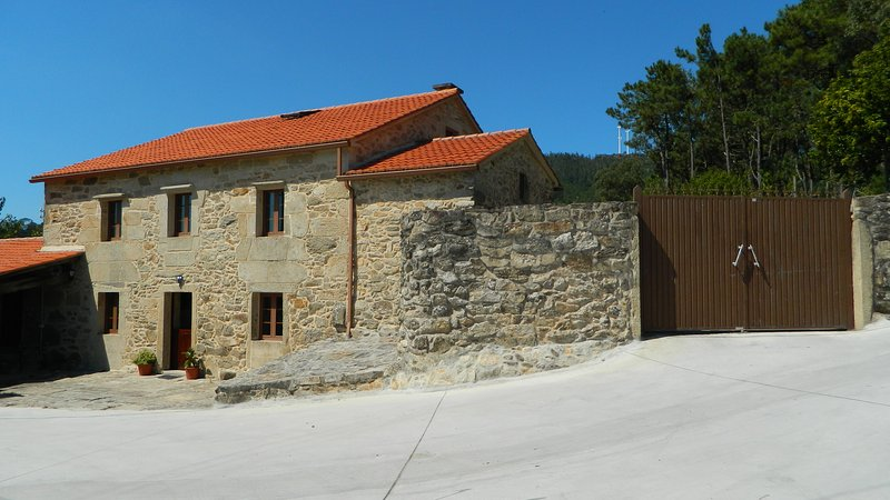 House for 12 persons next to Noia, holiday rental in Outes