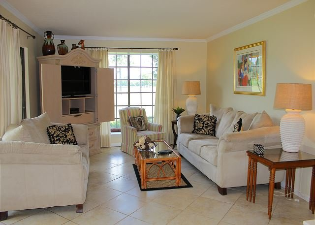 2Bedroom/2BA on the golf course!  Just a short stroll to the beach!, vacation rental in Miramar Beach