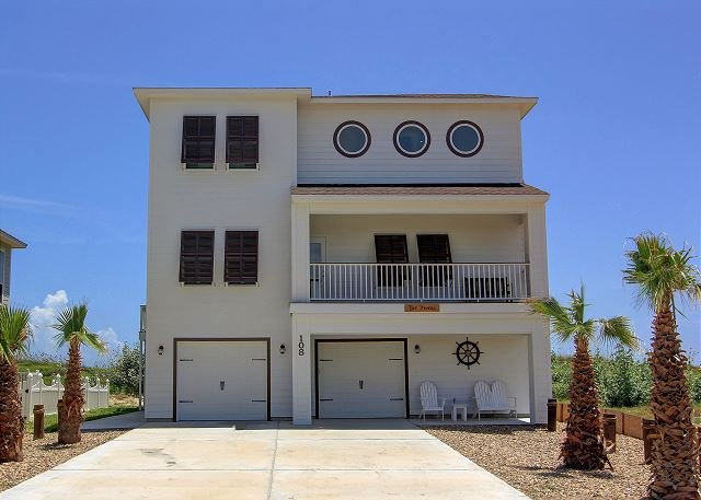 Fantastic, NEW BEACHFRONT HOME! 10 person HOTTUB., holiday rental in Port Aransas