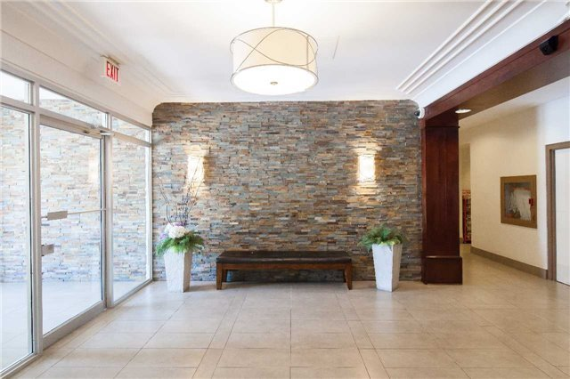 Gorgeous and spacious apartment near Square One, vacation rental in Mississauga