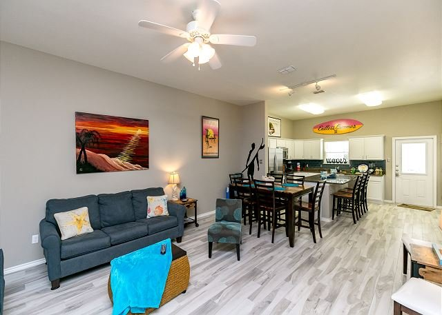 Townhome at Padre Beach View Resort – Stroll to the Pool & Beach!, vacation rental in Corpus Christi