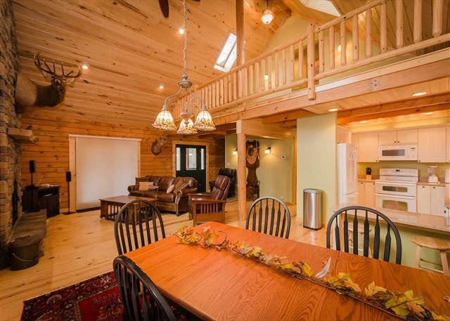 OVR's Chief Nemacolin's Lodge! Sleeps 14, on Stony Fork Creek! Hot Tub!, vacation rental in Farmington