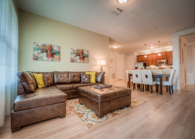 Freshly renovated 3 bedroom lake view condo with all new furniture., holiday rental in Orlando