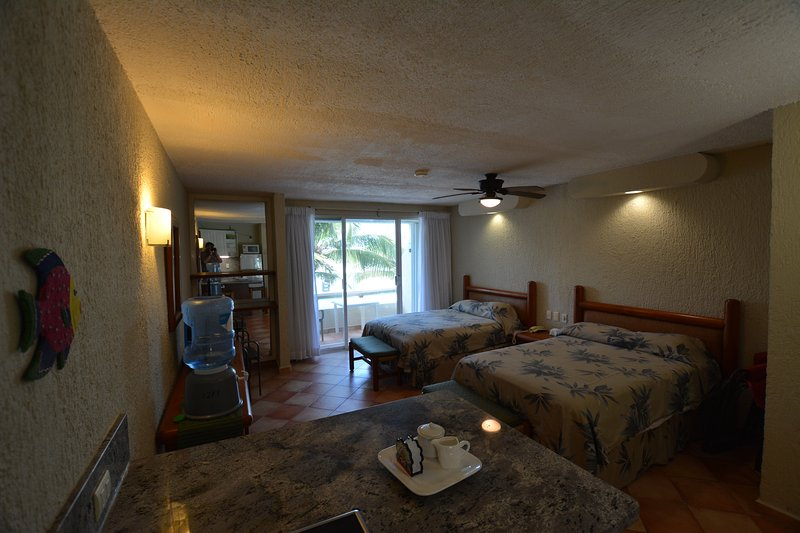 1211 OCEAN FRONT GETAWAY FOR COUPLES OR FAMILIES, vacation rental in Cancun