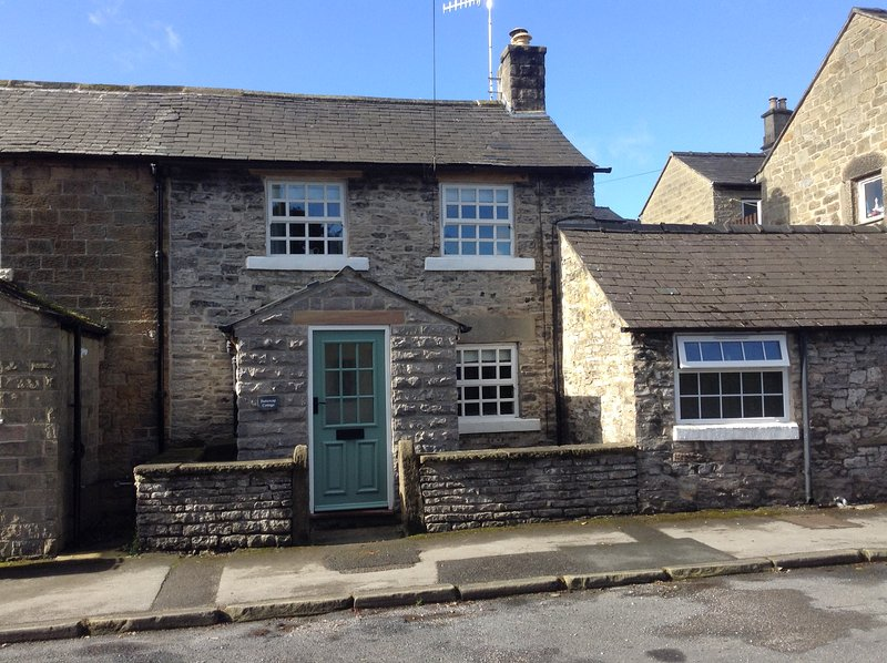 Buttercup Cottage,Great Longstone.Bakewell,Derbyshire.(Peak District), holiday rental in Calver