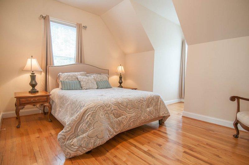 Kind Nest: Room 3 One Queen Bed