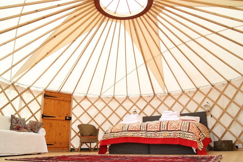 Russet Yurt at Walnut Farm Glamping, location de vacances à Toller Porcorum