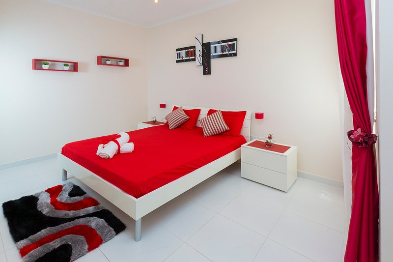Spare Bedroom with King Bed