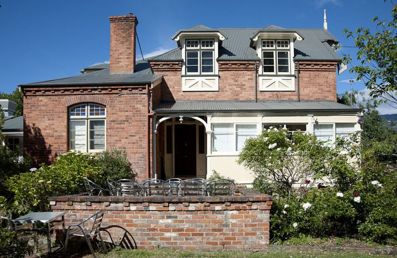 Lowena Cafe & Accommodation - Heritage Queen Room, vacation rental in Taroona
