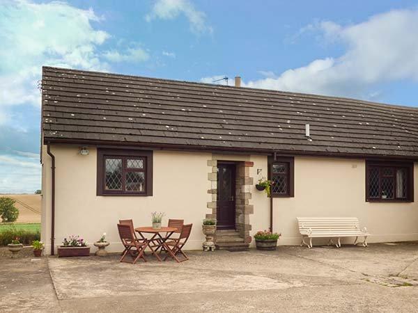 COURTYARD COTTAGE homely bungalow, open fire, games room, Duns, Ref 941046, location de vacances à Leitholm