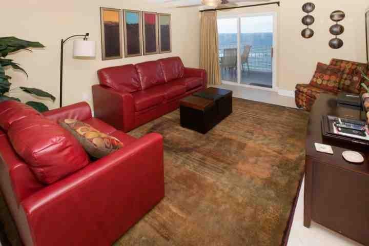 Soggiorno con ventilatore a soffitto, 6 posti a sedere e del Golfo-front accesso al balcone