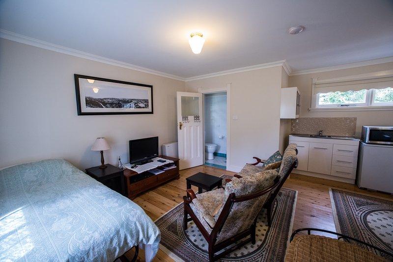 Shelton-Lea Bed & Breakfast - The Studio Suite, vacation rental in Katoomba