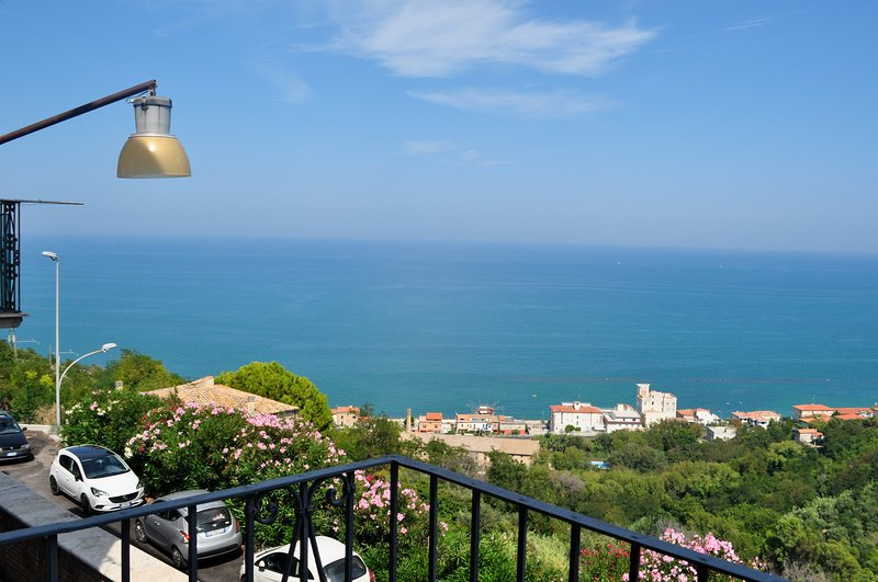 "Whole House with maximum privacy, a few steps from the beautiful beach ""Trabocchi Coast"""