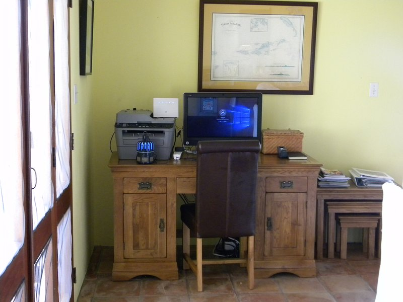 Computer corner and Wifi with printer