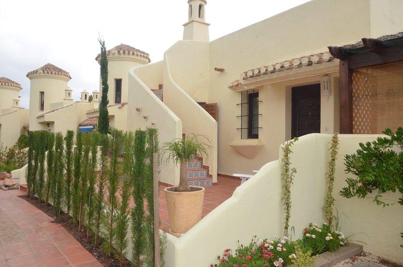 Muito confortável, iluminado e arejado remodelado villa El Rancho, em meio a belos jardins