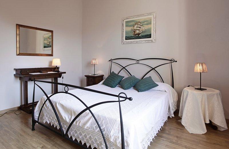 SPLENDIDA CASA VICINO SAN GIMIGNANO CON PARCHEGGIO PRIVATO E  FREE WI-FE, holiday rental in Badia a Cerreto