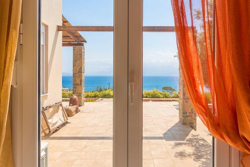 VILLA THEA-SEA BLOSSOM, location de vacances à Agios Nikolaos