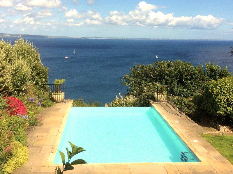 piscina infinita de Carn Du vistas sobre la bahía de Mount