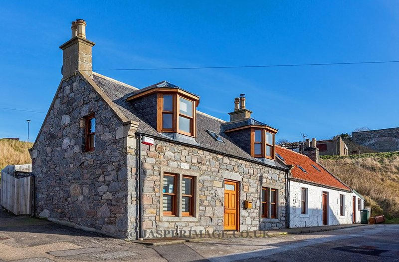 Cullen 117 Seatown  With Hot Tub and Paddle Board for 2021, location de vacances à Portsoy