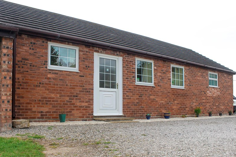 Clean, spacious and affordable. New Farm Barn is a barn conversion with generously sized rooms.