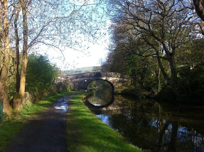 El Canal de Rochdale ofrece pasear o caminar ciclo Quizás un lado y luego coger el tren de vuelta?