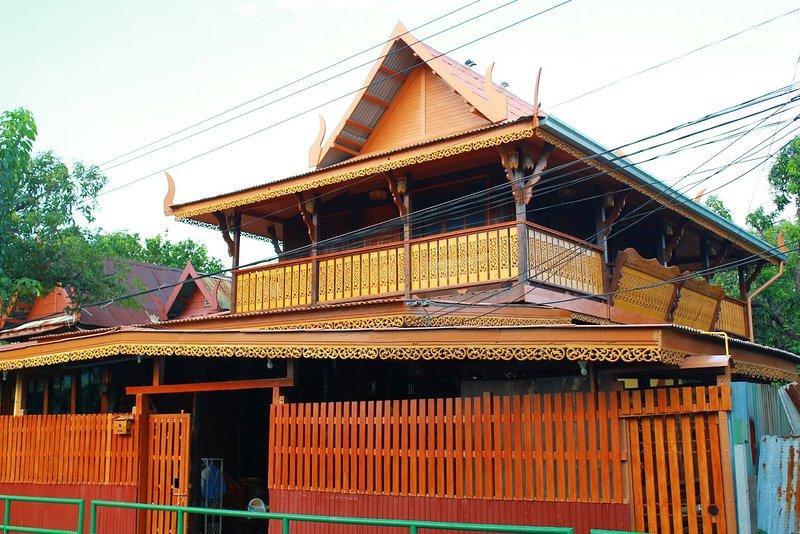 Fahsai Homestay Cozy Near BRT 15 mins to Silom, holiday rental in Phra Pradaeng