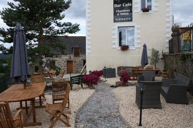 Onze bar café in onze Med stijl tuin