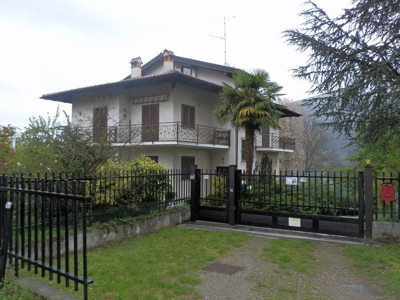 La casa del giardino, vacation rental in Brovello-Carpugnino