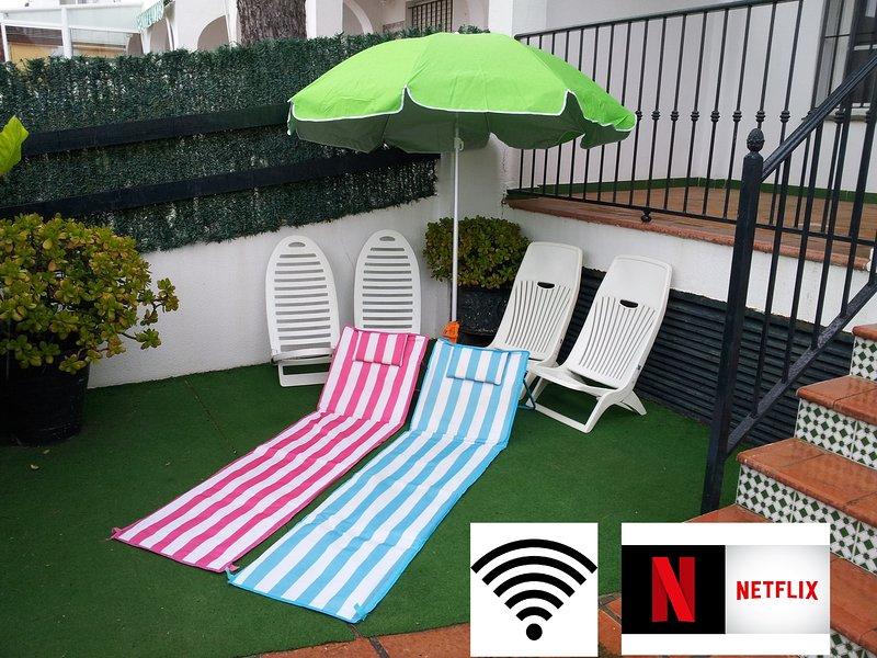 Incluye: Internet Wifi, Netflix con películas y series gratis, Sombrilla, 4 sillas y 2 tumbonas
